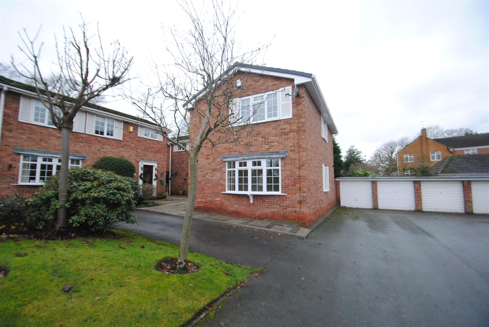 3 Bedrooms Link Detached House for rent in Barrymore Court, GRAPPENHALL, Warrington, WA4